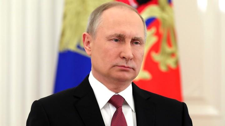 Путин поручил главе МЧС немедленно вылететь в Кемерово
