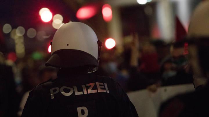 Стрелок ранил полицейского возле синагоги в центре Вены - СМИ