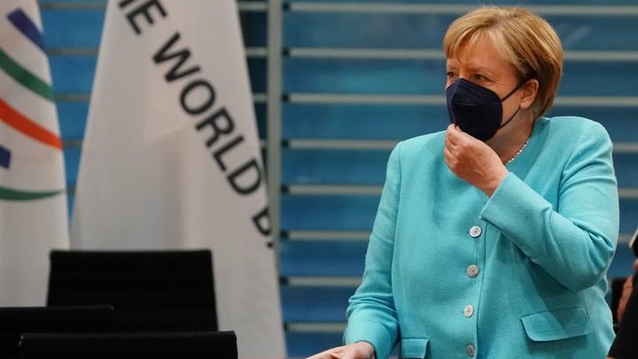 На прощание Меркель из Украины выпустили истеричное послание