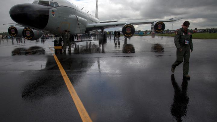 Су-27  указал на место самолету электронной разведки США над Балтикой - видео