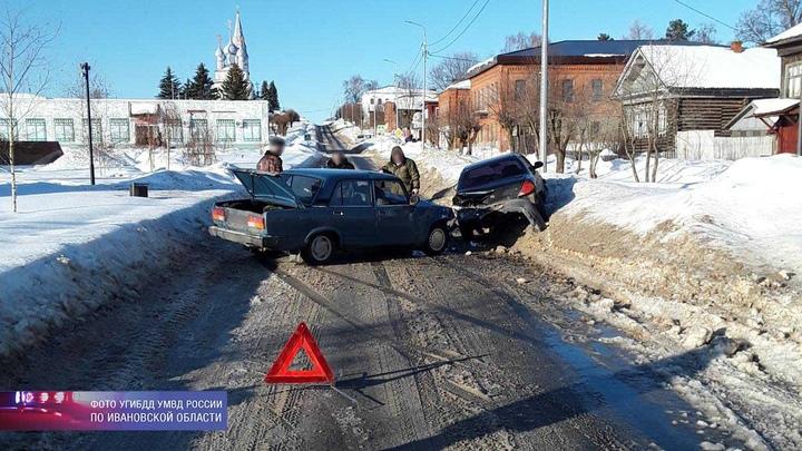 Четыре человека пострадали в ДТП в Ивановской области