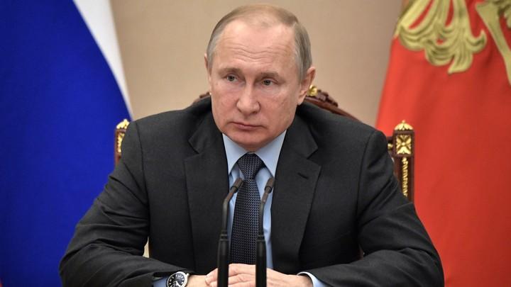 Песков рассказал о настольном пульте Путина, которым вызываются на совещание чиновники