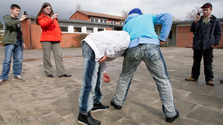 Такие жестокие… дети: Почему подростки избивают и поджигают друг друга