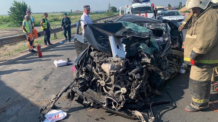 В Ростовской области в жуткой аварии погибла семья с 10-летним ребёнком