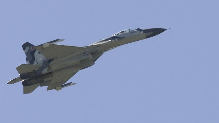 Крылья российского разведчика Су-24МР осенили акваторию Японского моря