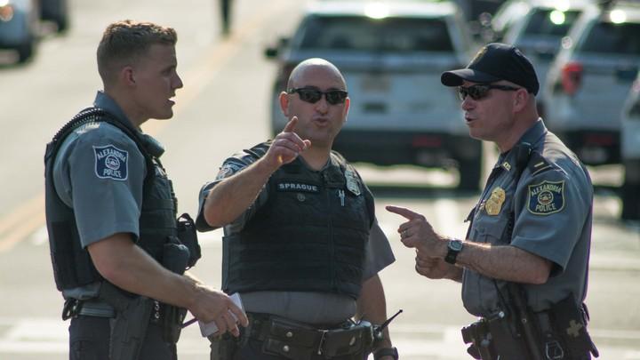 200 выстрелов на поражение: Полицейские во Флориде застрелили самоубийцу