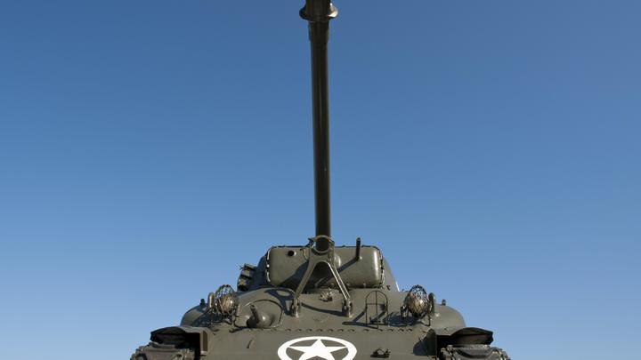 Польша предложила США $2 млрд за размещение танков на границе с Россией