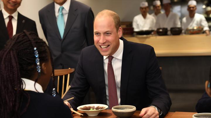 Рыдало пол-Пекина: Принц Уильям попросил вашей китайской еды в японском центре