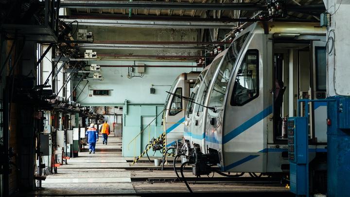 Потерявший управление поезд врезался в стену в московском метро