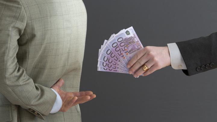 За зачёт, экзамен - за всё своя такса: Адвокат высмеял лекции о вреде коррупции в вузах