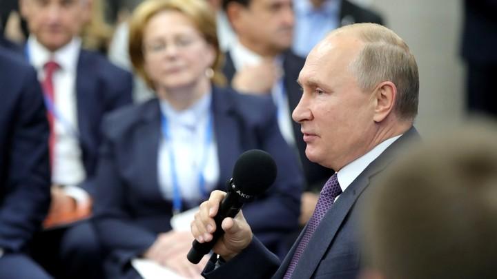 Мир глазами Путина: Британцам целый час показывали президента России - самую большую телезвезду