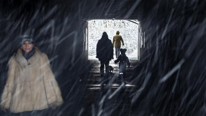 Весенняя проблема настигла почти зимой: В городе Обь затопило подземный переход