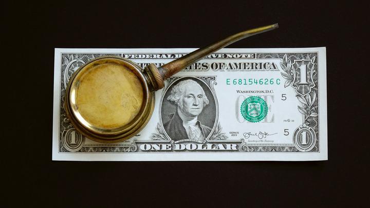 Обложив ряд стран сырьевыми санкциями, Вашингтон вынужден закупать в три раза больше российской нефти