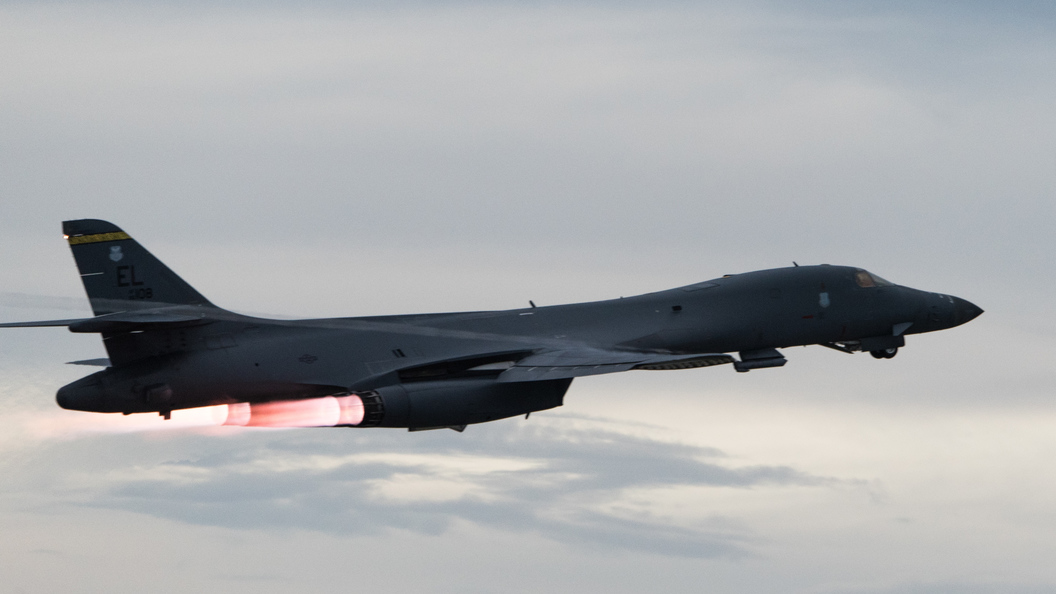 Военный самолет США провел разведку уграниц Псковской области
