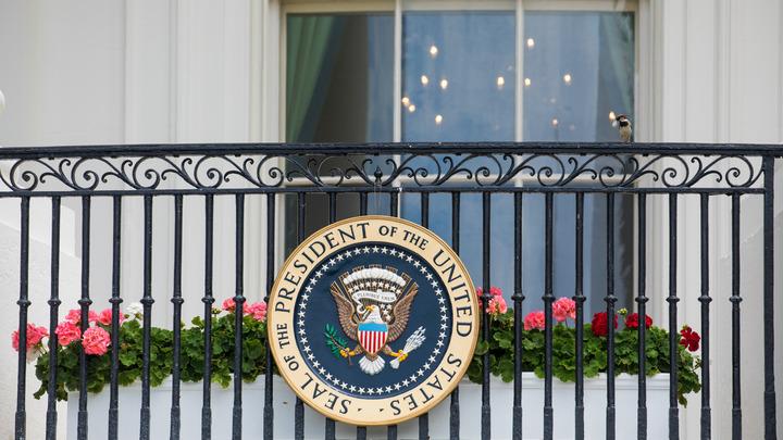 СМИ: Белый дом убеждает Конгресс США ослабить законопроект о санкциях из-за конфликта республиканцев