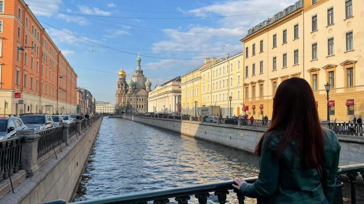 Карнавал под дождем. В Петербурге прошел международный фестиваль любителей сапсерфинга