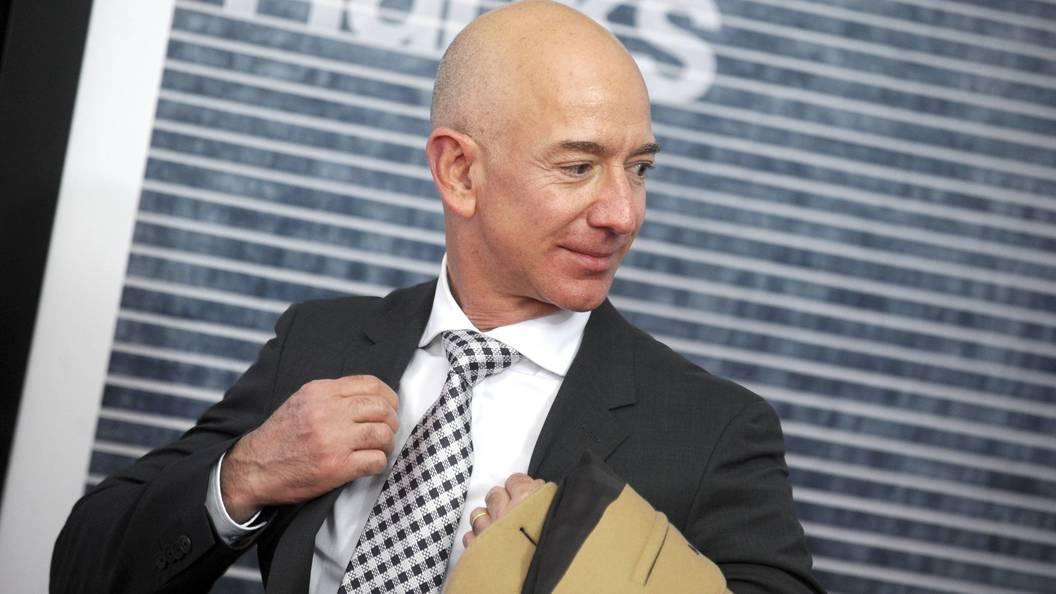 Самым богатым человеком вистории стал руководитель Amazon Джефф Безос