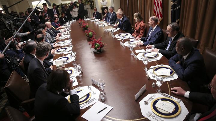 Она у вас секретная?: Небензя и Трамп пошутили о русской комнате в Белом доме