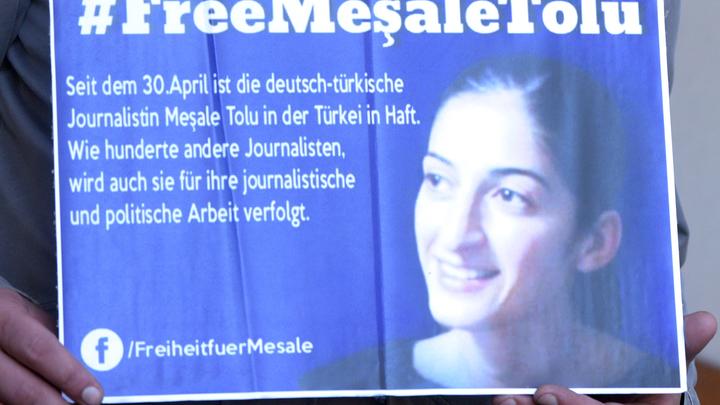 Суд Турции выпустил на свободу оппозиционную журналистку с гражданством ФРГ