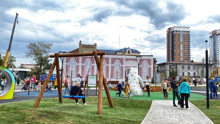 На открытии Сквера искусств в Челябинске выступят диджеи и ходулисты