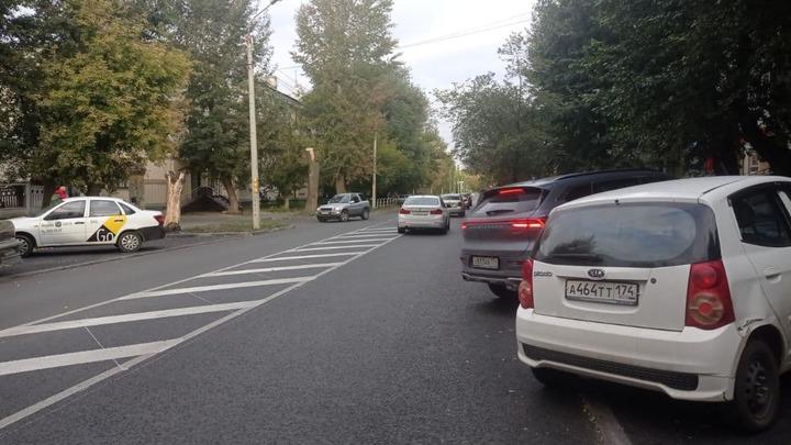 Челябинцев возмутила разделительная полоса на Калинина шириной с машину