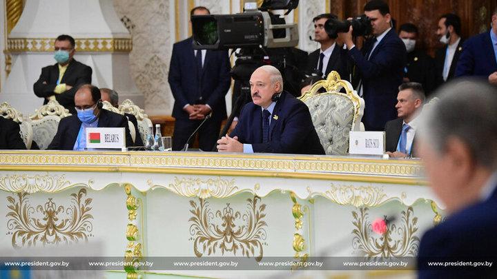 Александр Лукашенко предложил Афганистану белорусских строителей и продукты