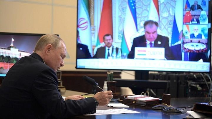 Песков рассказал, как в Кремле проглядели заражение людей из окружения Путина