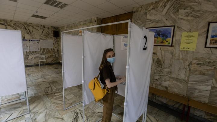 Пара заснула в избирательном участке Челябинска