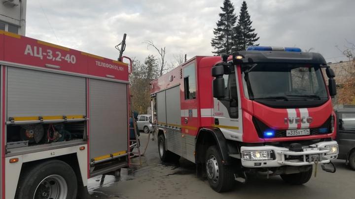 В Челябинске вспыхнула квартира, пока хозяев не было дома