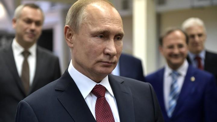 Стало известно, чьими смартфонами пользуется Путин