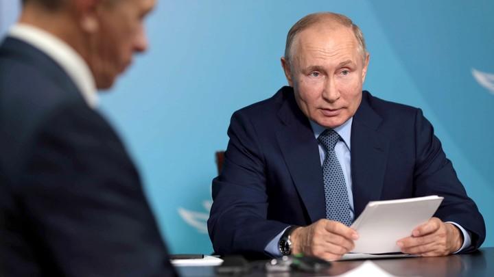 Без бюрократии: Путин начал встречу на ВЭФ с двух просьб к чиновникам