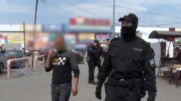 Полиция нагрянула с проверкой на крупный рынок в Кемерове