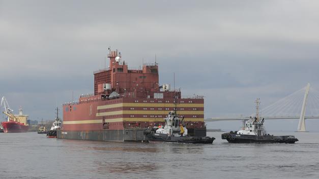 Плавучая станция «Академик Ломоносов» прибыла в Мурманскую область