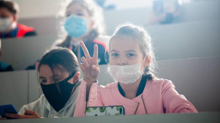 В Санкт-Петербурге планируют в ближайшие дни решить вопрос с «дистанционкой» для школьников