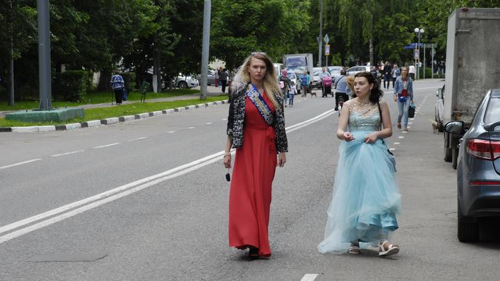 Ходишь к москалям — празднуй дома: Украинскую выпускницу затравили за веру