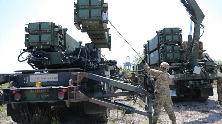 Корабли, истребители, ракеты:  Трамп готовится перебросить к границе Ирана целую армию - CNN