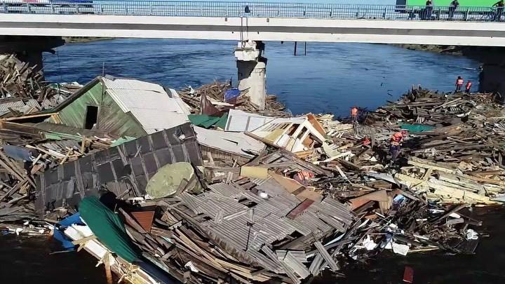 Трудно осознать, что их больше нет: В Иркутской области объявлен траур по жертвам наводнения