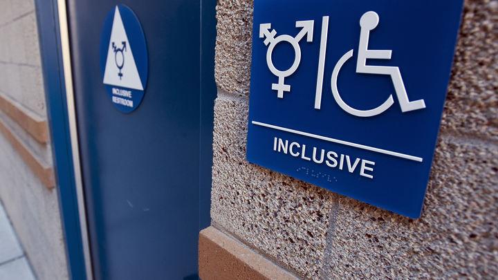 Меня родил... папа? Британский трансгендер отказался признать себя матерью, но хочет родить ещё