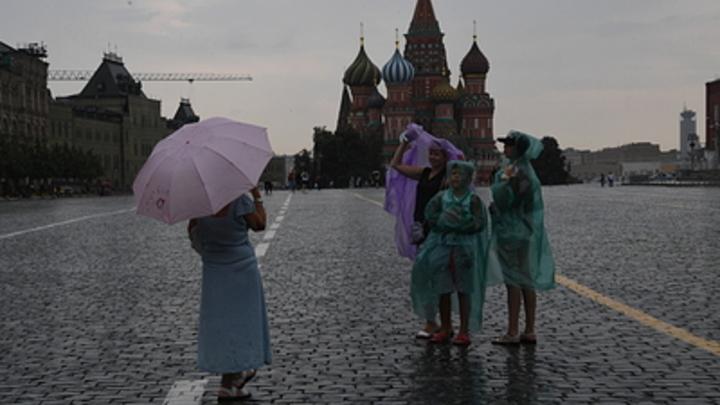 На Красной площади задержали мужчину с плакатом: «Хватит кормить режим Лукашенко»