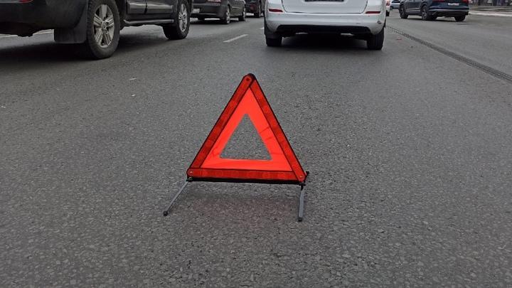 В Челябинске прямо на пешеходном переходе перевернулась Нива, есть пострадавшие