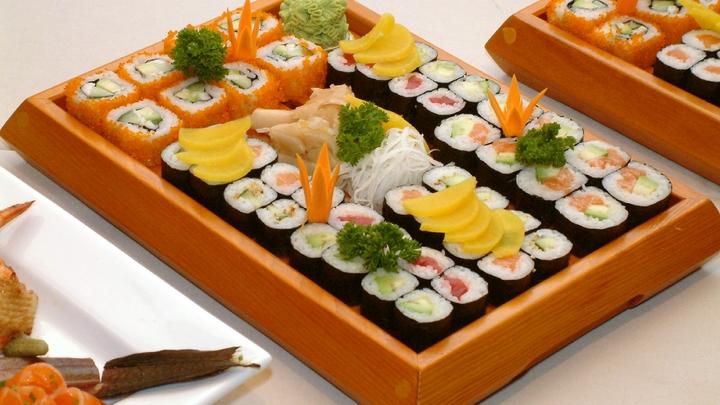 Два челябинца украли суши у курьера и получили срок