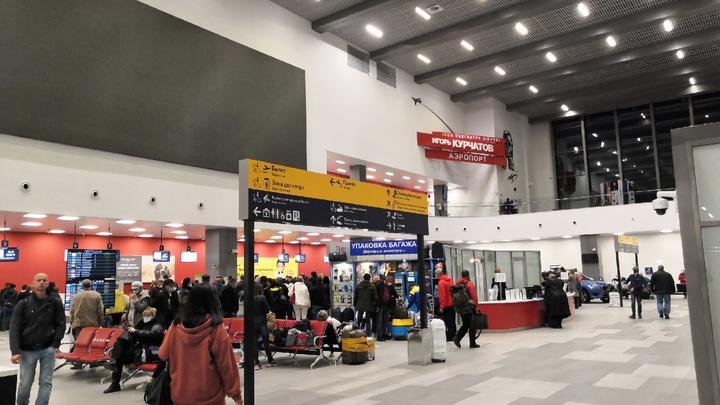 Оскорбление пассажиров и полиции в аэропорту Челябинска сняли на видео
