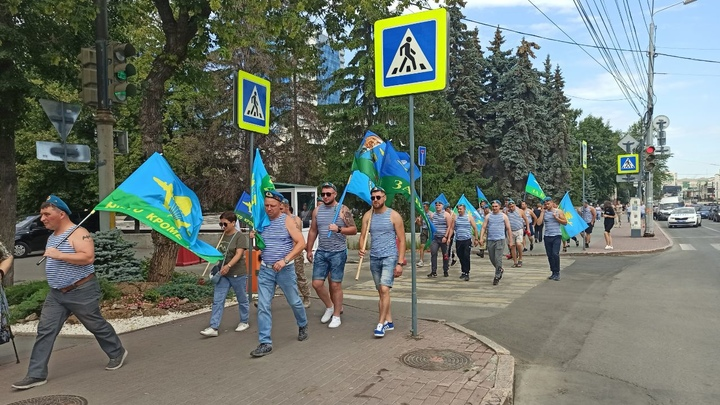 День ВДВ 2021 в Челябинске: отмечают с семьями, за рулем и на улице