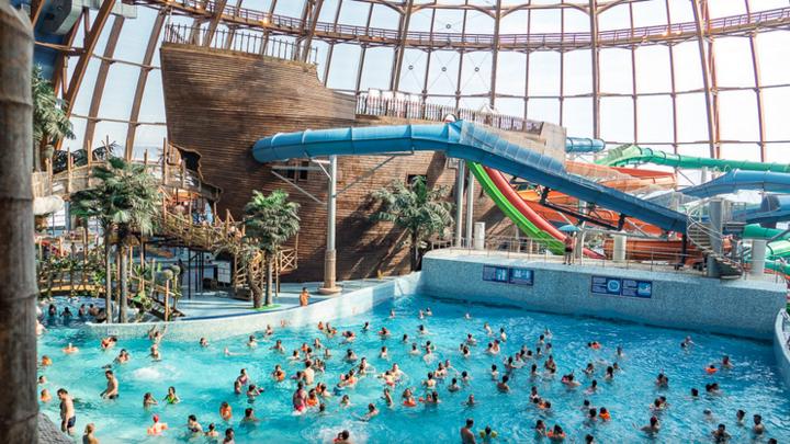 Петербуржцы «атаковали» аквапарк перед его закрытием из-за коронавирусных ограничений