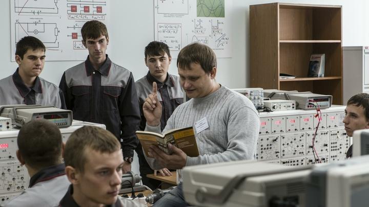 Минобр проверит уральский колледж, в котором занижают оценки из-за прически