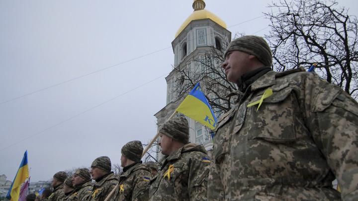 Украина стягивает войска на границу с Россией, заявили в командовании ВСУ