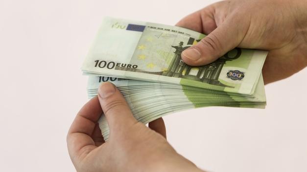 Деньги не пахнут: в Женеве смыли в канализацию 100 тысяч евро