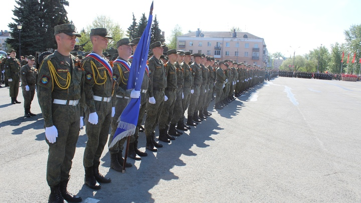 В Тольятти на Площади Свободы прошел торжественный марш