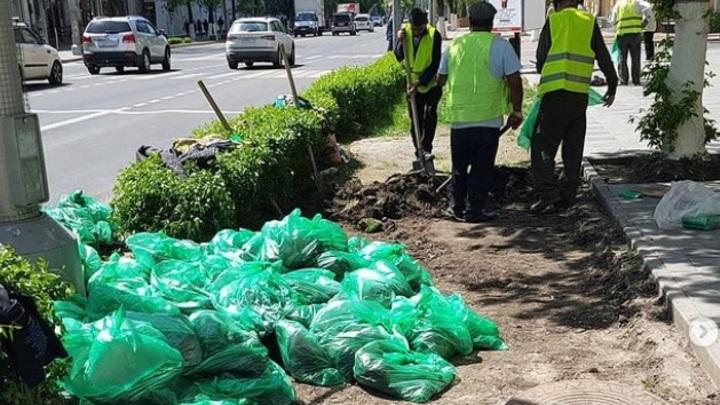 Власти Ростова-на-Дону наконец-то придумали, как избавиться от грязи на тротуарах