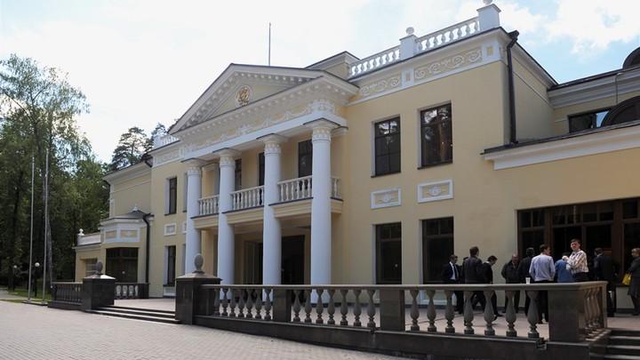 Откаты на покоях: На резиденциях Путина и Медведева своровали сотни миллионов